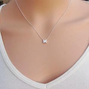 collar inicial plateada chica letra acero inoxidable mexico queretaro okami joyeria