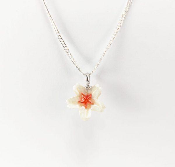 collar flor okami joyeria